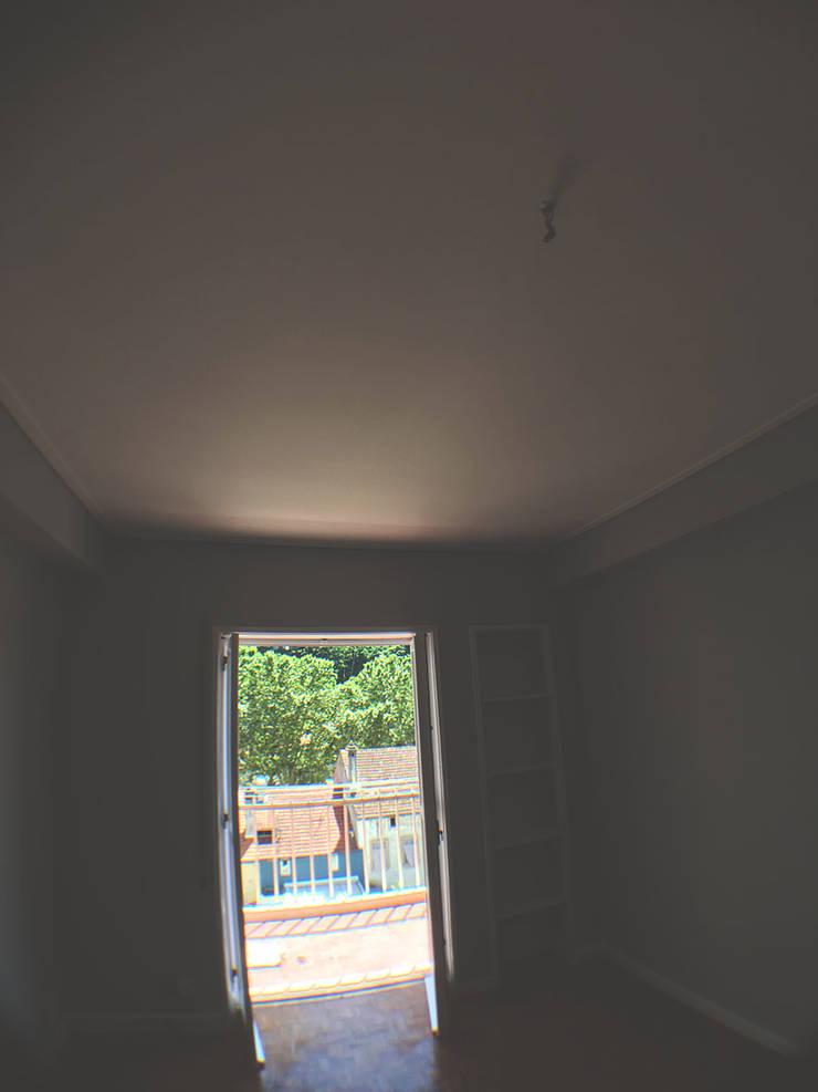 Reabilitação de apartamento na Rua Antero de Quental:   por HC Construções