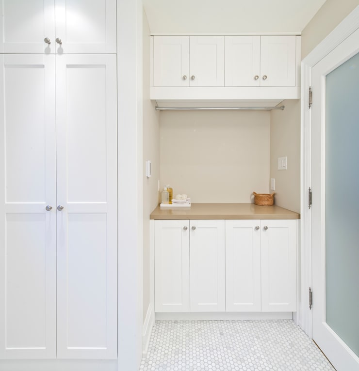 Laundry - Custom Cabinets : modern Bathroom by STUDIO Z