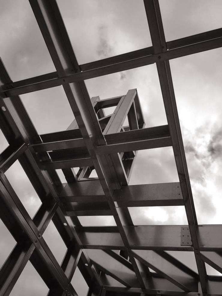 Light Steel Frame:   por Seixas &  Filhos Engenharia e Construção