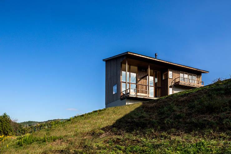 Maisons de style  par 中山大輔建築設計事務所/Nakayama Architects,