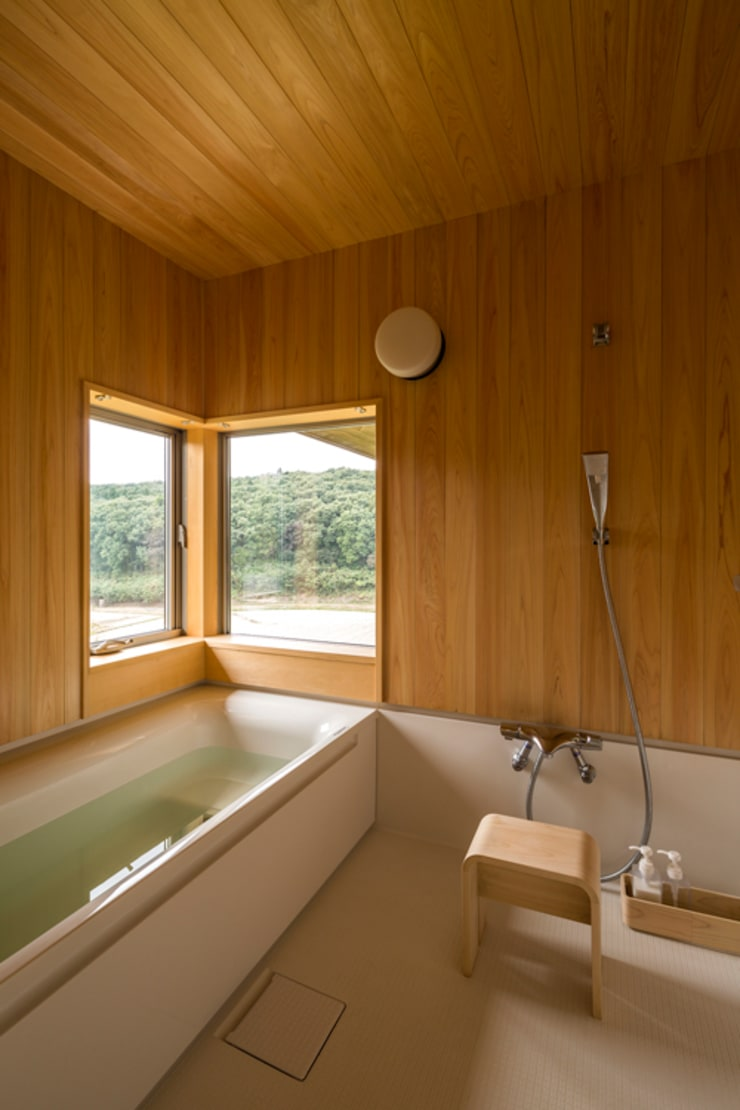 Salle de bains de style  par 中山大輔建築設計事務所/Nakayama Architects,