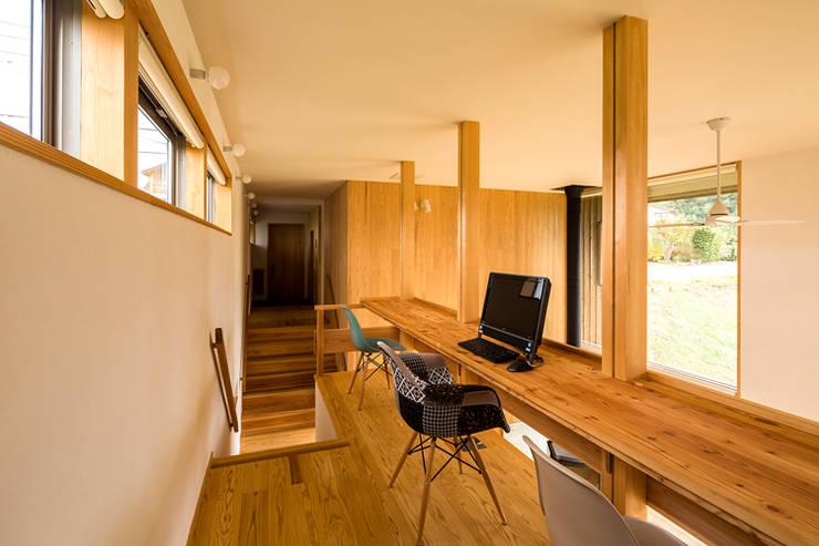 eclectic Study/office by 中山大輔建築設計事務所/Nakayama Architects