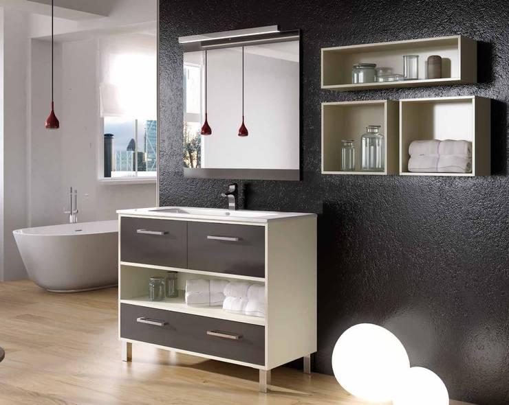 Baños de estilo moderno por Empresa de reformas en Malaga