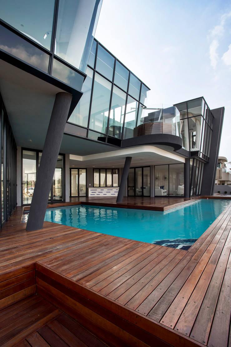 ULTRA MODERN RESIDENCE:  Houses by FRANCOIS MARAIS ARCHITECTS