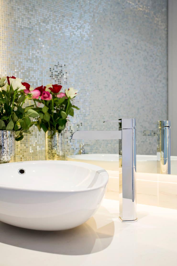 ULTRA MODERN RESIDENCE:  Bathroom by FRANCOIS MARAIS ARCHITECTS