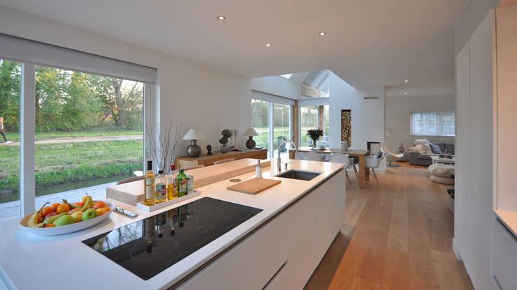 Eigentijdse woning Den-Haag:  Keuken door Bongers Architecten, Modern