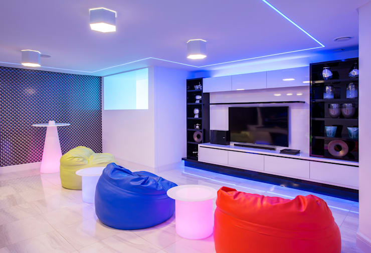 ULTRA MODERN RESIDENCE: modern Media room by FRANCOIS MARAIS ARCHITECTS