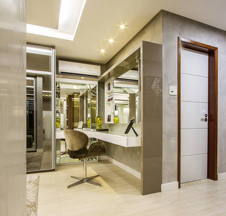 غرفة الملابس تنفيذ Cris Nunes Arquiteta
