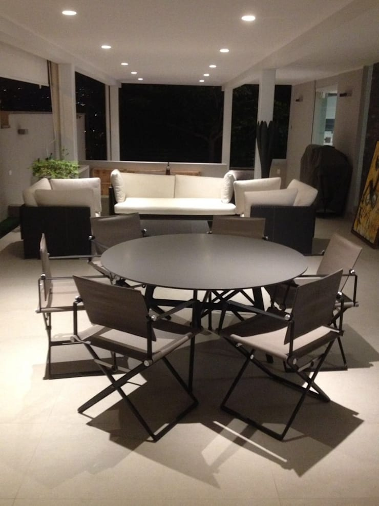 Apto. Altamira: Comedores de estilo moderno por THE muebles