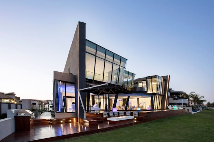 ULTRA MODERN RESIDENCE: modern Houses by FRANCOIS MARAIS ARCHITECTS