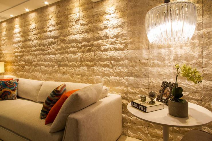 Salas/Recibidores de estilo  por Cris Nunes Arquiteta