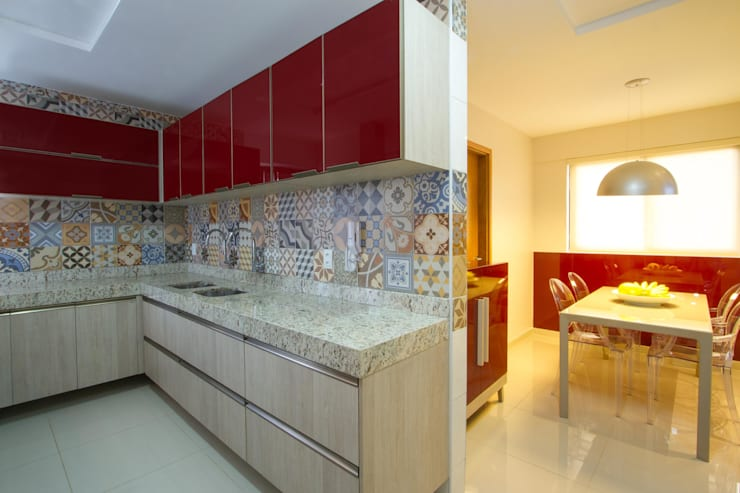 Kitchen by Cris Nunes Arquiteta