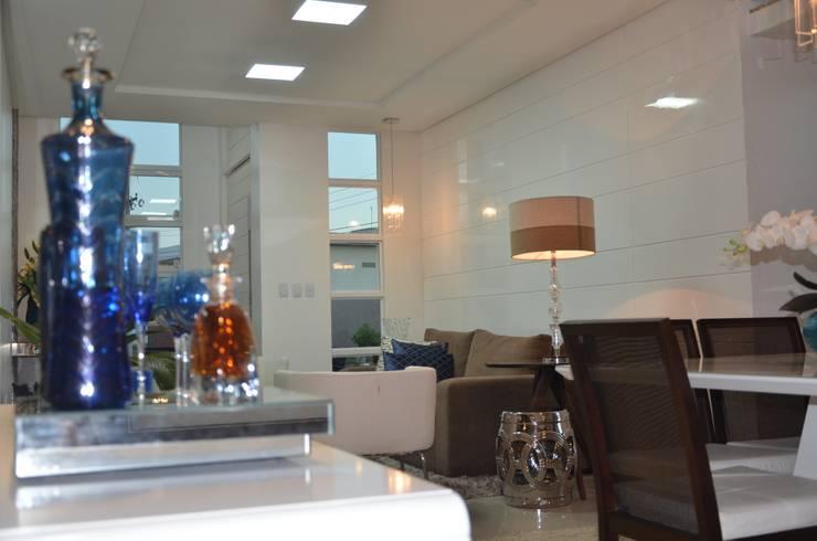 Residência, Maceió Al: Salas de estar clássicas por Cris Nunes Arquiteta