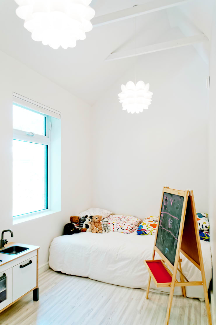 Our House:  Nursery/kid's room by Solares Architecture