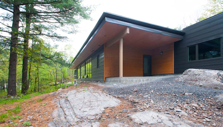Frontenac House:  Houses by Solares Architecture