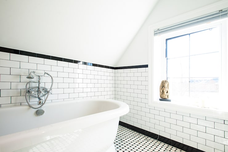 Edwardian Renovation:  Bathroom by Solares Architecture