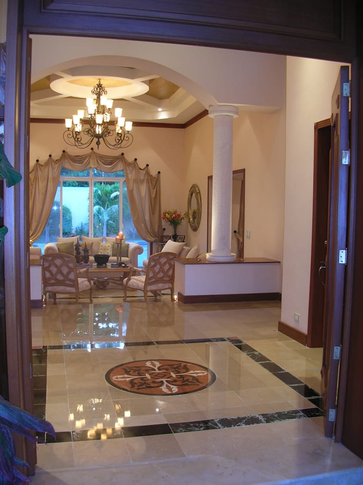 CASA AMARILLA / YELLOW HOUSE : Pasillos y recibidores de estilo  por SG Huerta Arquitecto Cancun