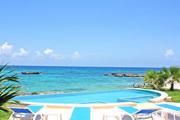 VILLA GAUGUIN: Albercas de estilo  por SG Huerta Arquitecto Cancun