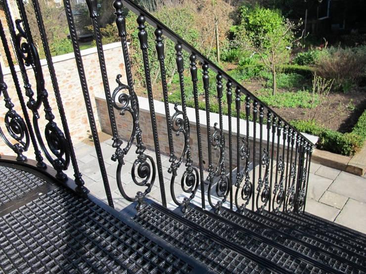 REYTAŞ DEMİR ÇELİK FERFORJE – Bahçe Merdiveni:  tarz , Endüstriyel Demir/Çelik
