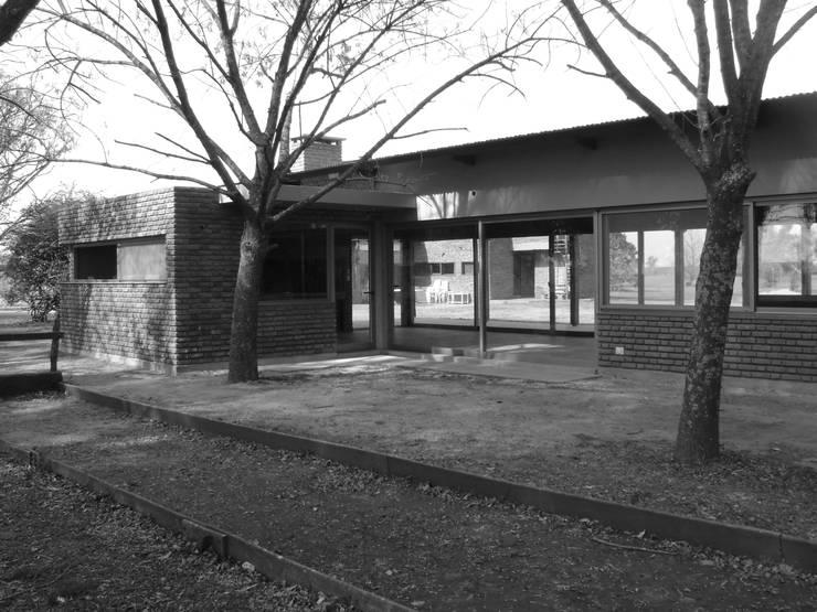 Al asador...: Casas de estilo  por Marcelo Manzán Arquitecto,