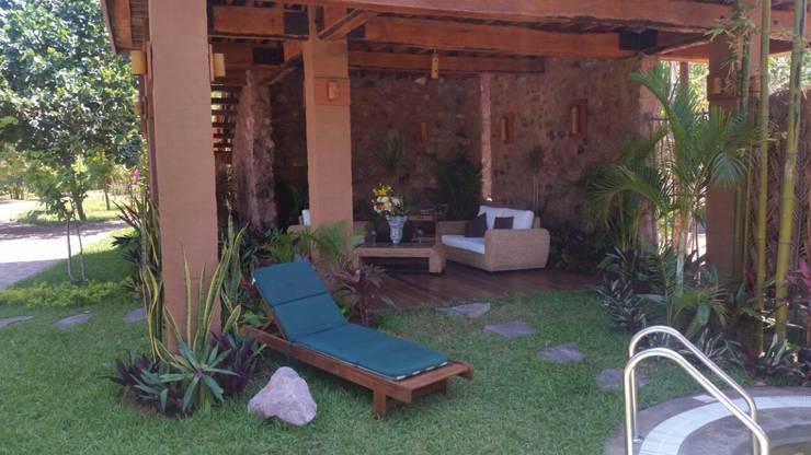 VISTA ESTANCIA PLANTA BAJA: Salas de estilo  por Cervantesbueno arquitectos