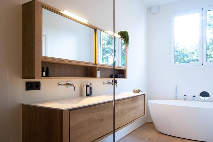 Wegdromen met een houten vloer in je badkamer: 17 schitterende