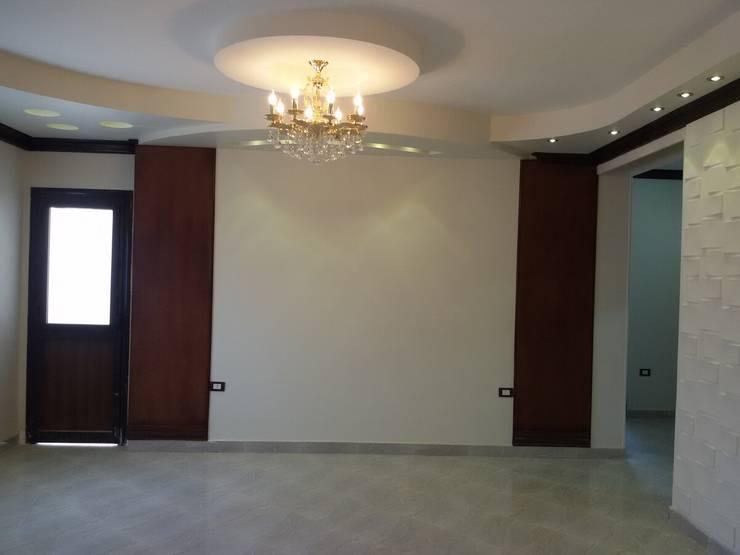 Ruang Keluarga oleh Etihad Constructio & Decor, Klasik