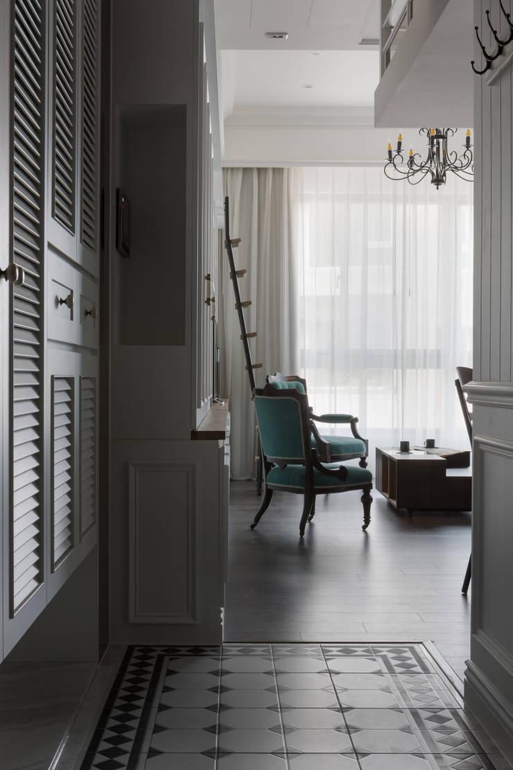 T.Julia's House:  走廊 & 玄關 by THE ORIGIN 元典設計