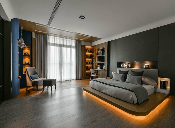 Dormitorios de estilo  por 皇室空間室內設計