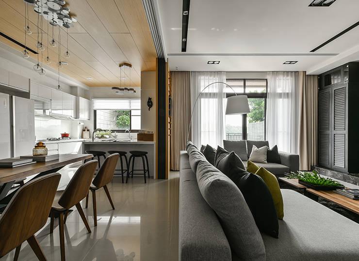 Paisajismo de interiores de estilo  por 皇室空間室內設計