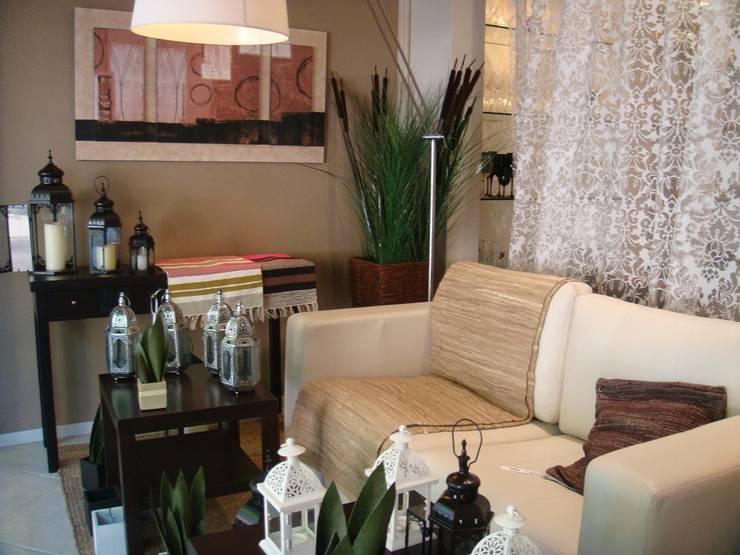 Vidrieras temáticas, diseño locales comerciales: Oficinas y Tiendas de estilo  por Sml Design
