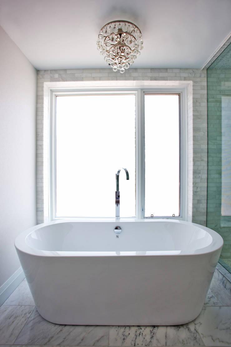 Beach Master Bath: modern Bathroom by Collage Designs