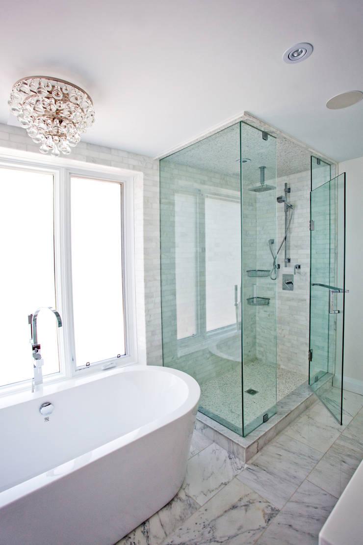 Beach Master Bathroom: modern Bathroom by Collage Designs