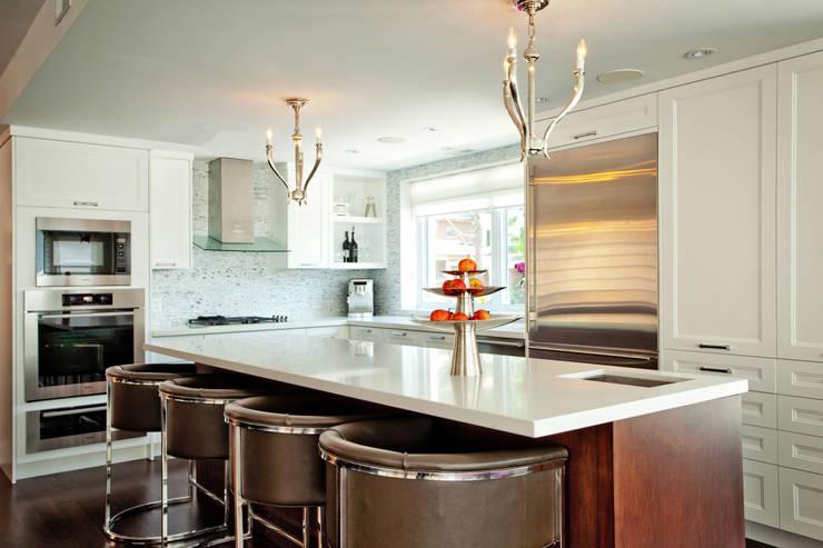 Beach Kitchen: modern Kitchen by Collage Designs