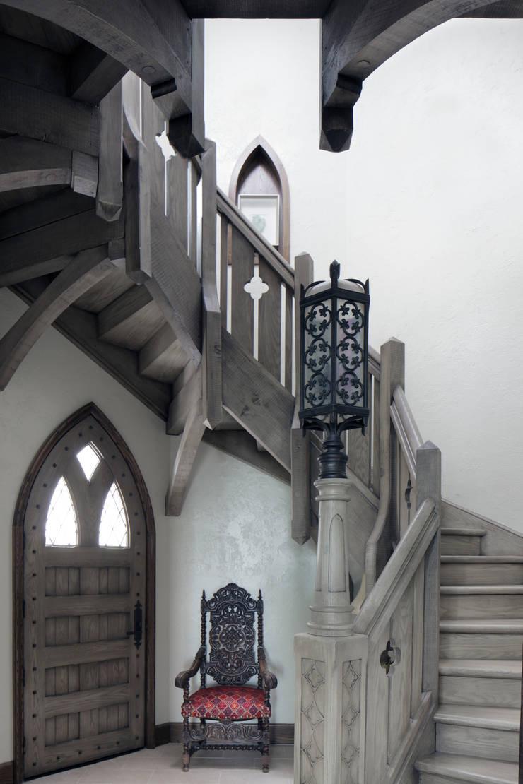English Abbey:  Corridor & hallway by Jeffrey Dungan Architects