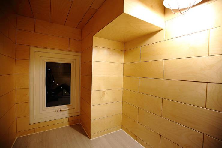 아지트 내부: inark [인아크 건축 설계 디자인]의  방,