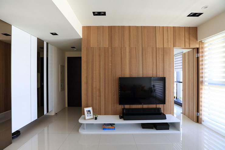 有溫度的木意居家生活:  客廳 by 微自然室內裝修設計有限公司