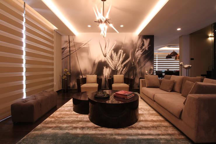 Contemporary Home design:  Living room by Design House