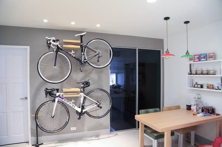 Dining room by 微自然室內裝修設計有限公司