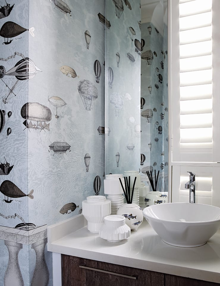 Hyde Park Elegance:  Bathroom by Generation