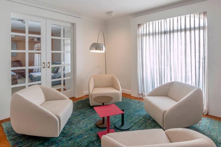 Espaço Lounge: Salas de estar  por Lnormand Interiores