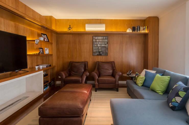 Home Theater: Salas multimídia  por Lnormand Interiores