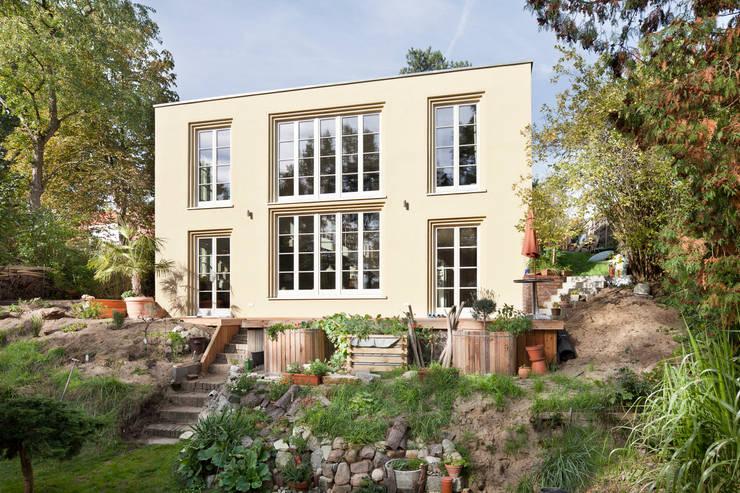 Casas de estilo clásico por Müllers Büro