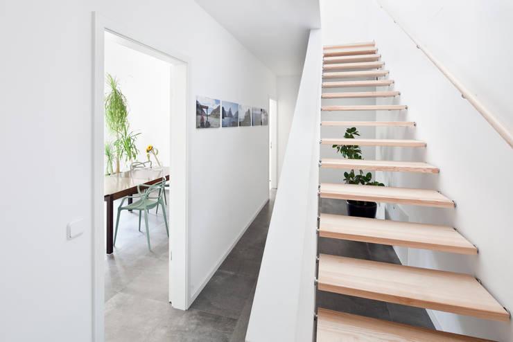 Corridor & hallway by Müllers Büro