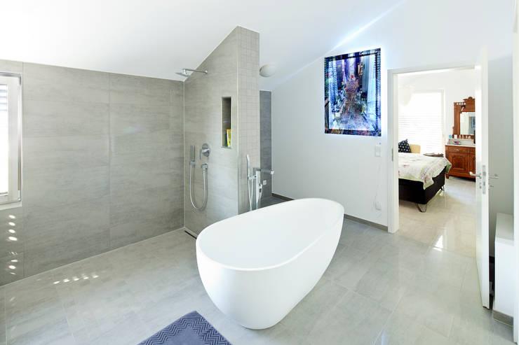 Haus Dalggow-Döberitz:  Badezimmer von Müllers Büro