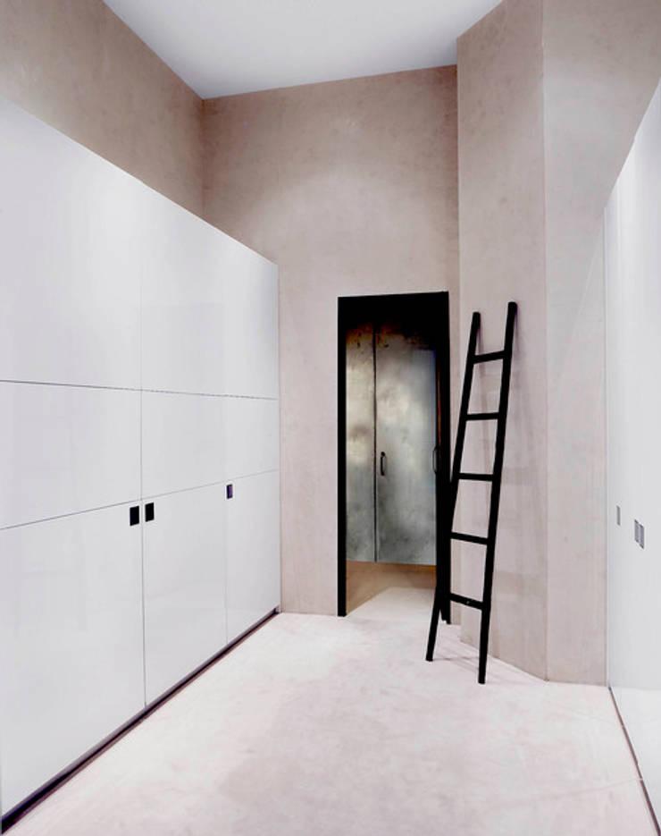 Brooklyn Loft:  Corridor & hallway by Joe Ginsberg