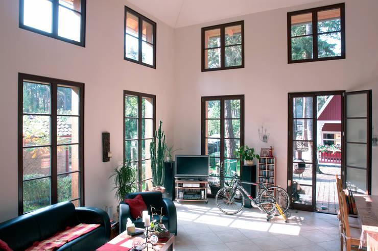 Phòng khách by Müllers Büro