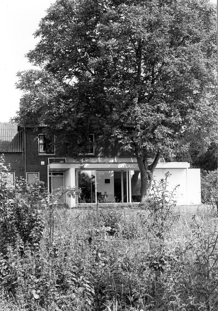 uitbreiding in zijn natuurlijke omgeving:  Huizen door Voets Architectuur en Stedenbouw