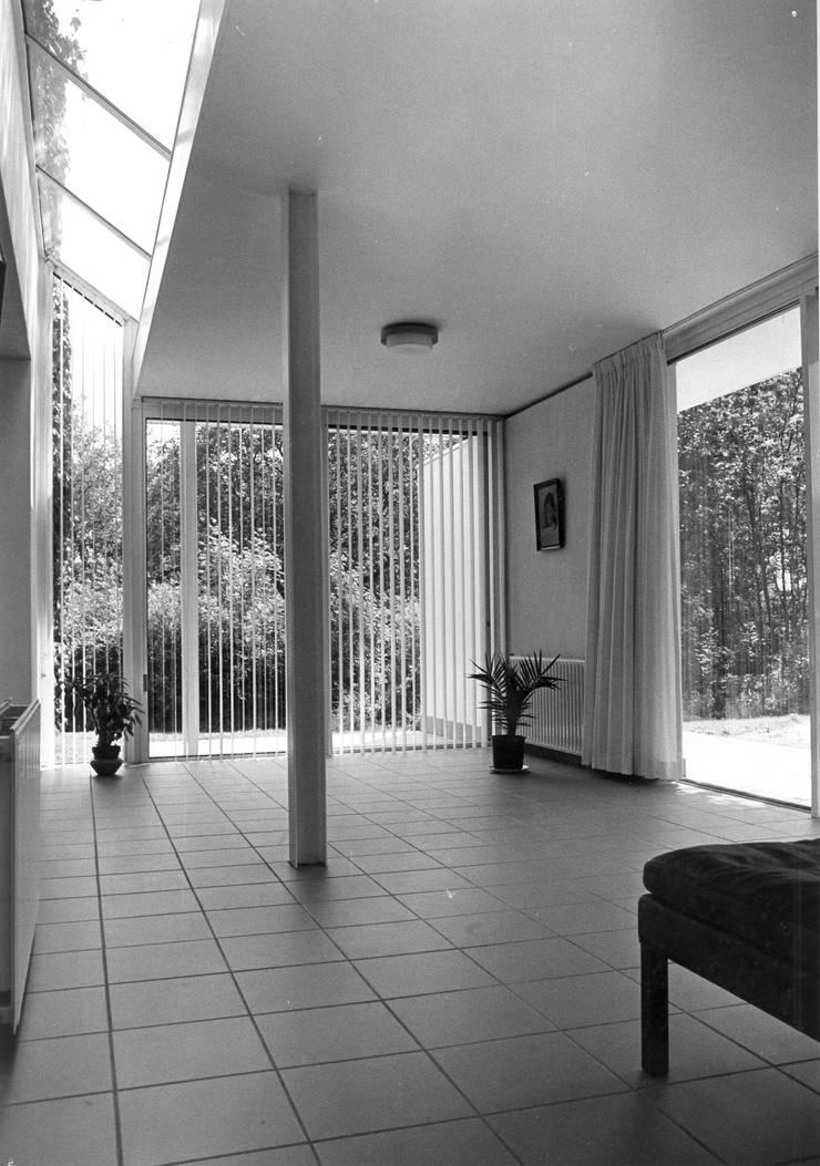 woonkamer:  Woonkamer door Voets Architectuur en Stedenbouw