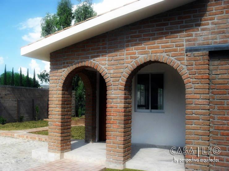 Casa LEO: Casas de estilo  por Perspectiva Arquitectos México